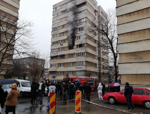 Video/Incendiu in Craiovita. 12 oameni evacuati