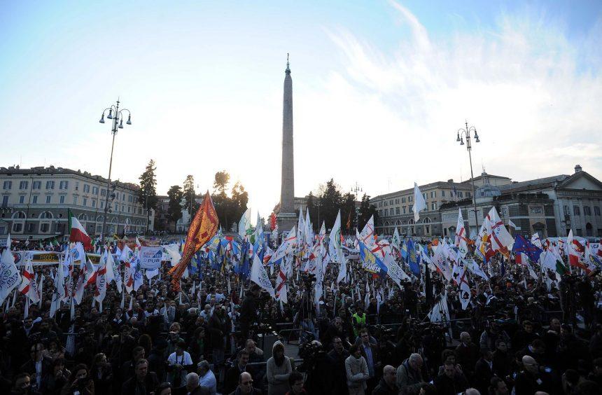Protest la Roma, la adresa Guvernului