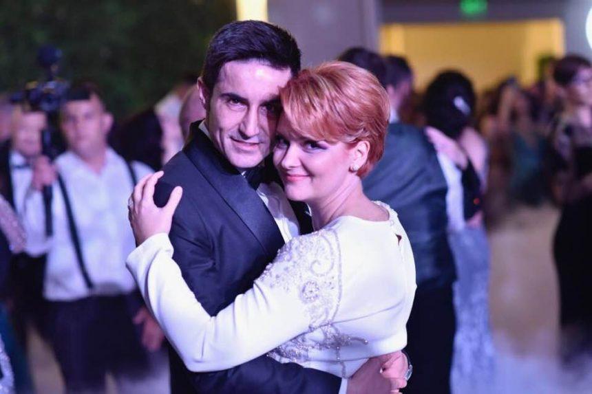 Foto/Video. Olguţa Vasilescu şi Claudiu Manda, petrecere până în zori cu sute de invitaţi