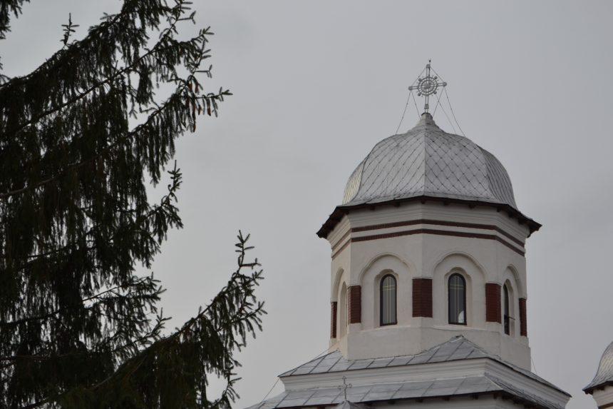 Accident de muncă la o biserică din Gorj. A căzut prin turla lăcașului de cult