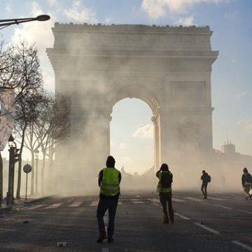 Franța se confruntă cu noi proteste violente