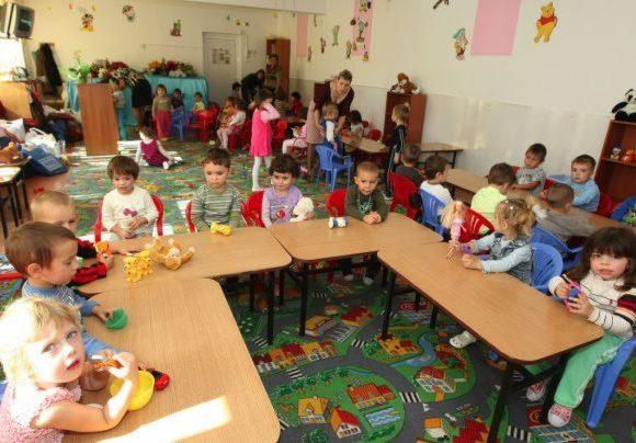 Reînscrierea copiilor la grădiniţă se face începând cu 6 mai