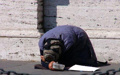 Cerşetorii din Olt, amendaţi în Craiova. Între cei prinşi, şi copii