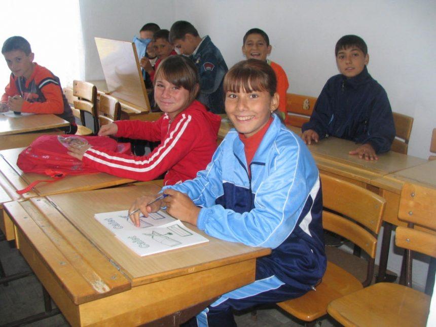 Mehedinți: Masă caldă pentru o parte dintre elevii din 2 comune