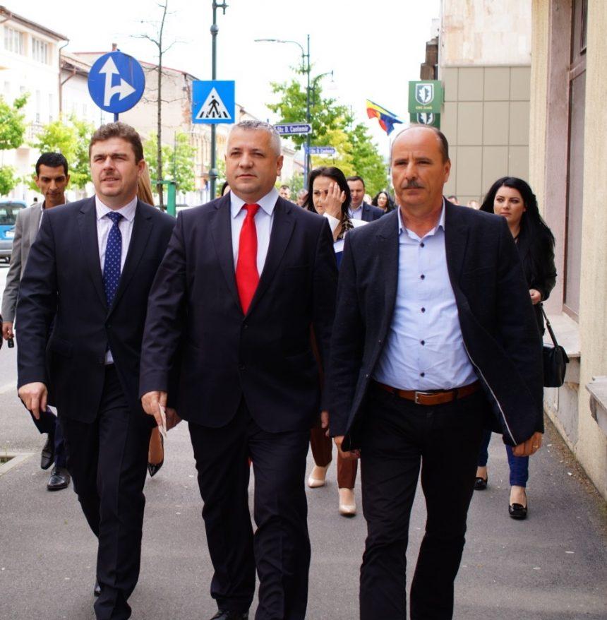 Mehedinți: Primarul Severinului asfaltează toată zona ANL-urilor
