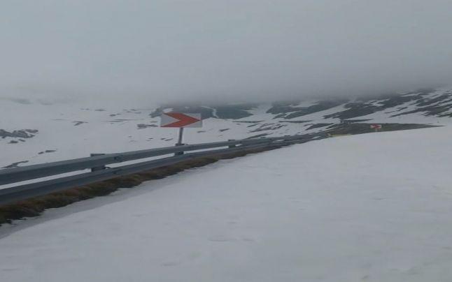Iarna în toată regula pe Transfăgărăşan. La Bâlea, zăpada măsoară 180 de centimetri