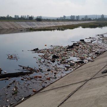 Vâlcea. Amenzi pentru vâlcenii care au aruncat gunoaie în râul Olt