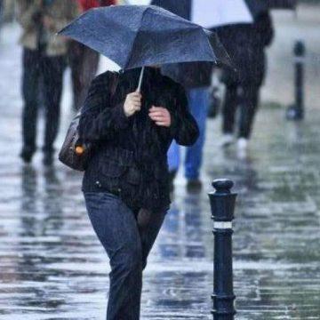 ANM. Cod galben de ploi, furtuni puternice şi grindină până sâmbătă dimineaţa