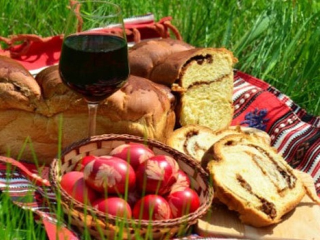 Paştele, sărbătoarea luminii şi a bucuriei. Credinţe, tradiţii şi obiceiuri