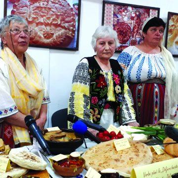 Foto/ Video – Poveşti cu bunici şi pâini coapte în ţăst