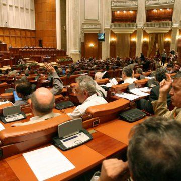 Directorii unităţilor de învăţământ preuniversitar nu pot deţine funcţii de conducere într-un partid