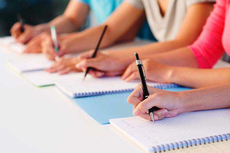Peste 30.000 de profesori susțin miercuri examenul de titularizare
