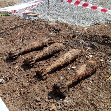 Patru bombe de aruncator, gasite la Carcea