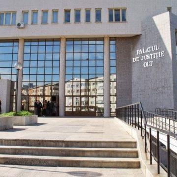 Sătenii din Nadăş s-au adunat, din nou, la Tribunalul Olt