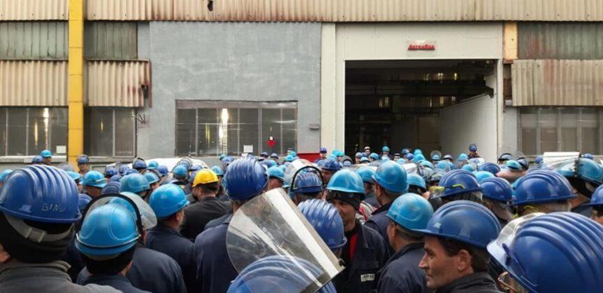 VIDEO/ Protest la fabrica de vagoane