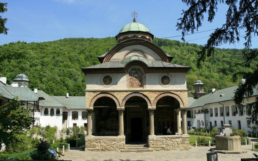 """Vâlcea. Povestea primului clopot al Mănăstirii Cozia sau """"legendă a lăcomiei"""""""