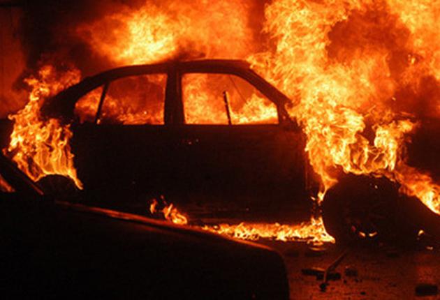 Maşina doctorului Riza, incendiată