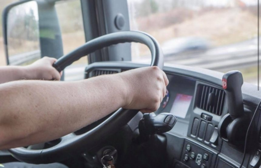 Șofer, prins beat pe o mașină de mare tonaj