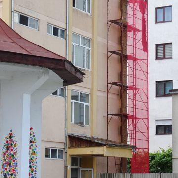 Primăria Râmnicu Vâlcea reabilitează termic, cu finanţare europeană, clădirile a trei unităţi şcolare din municipiu