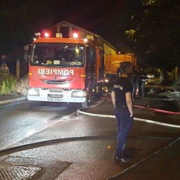 Foto/Incendiu la o casă din Craiova