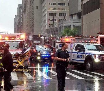 New York: Un elicopter s-a prăbușit pe un bloc din Manhattan