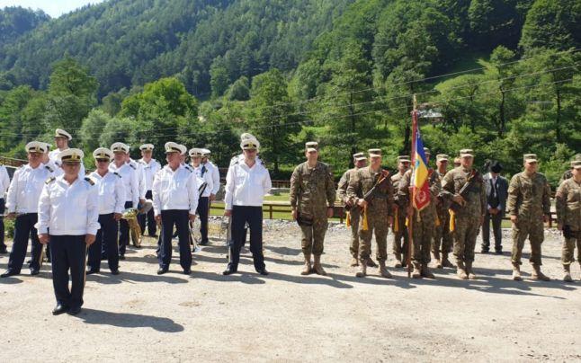 Vâlcea. Osemintele a opt soldaţi necunoscuţi, înhumate cu onoruri militare