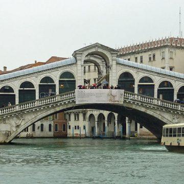 Și-au preparat cafeaua lângă Podul Rialto și au primit o amendă usturătoare