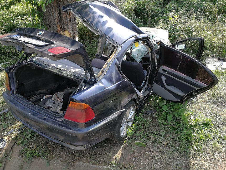Grav accident la Găneasa. Un om a murit, alţi cinci, între care doi copii, au fost răniţi