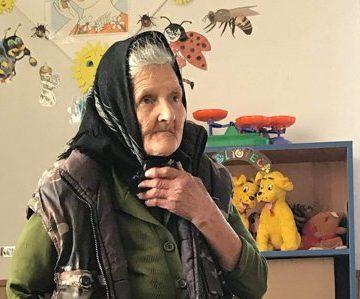 Bunica Sofia vrea să rămână la grădiniţă