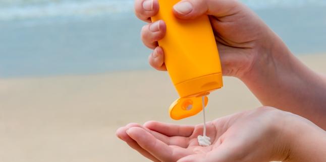 Cum alegem crema de protecţie solară potrivită