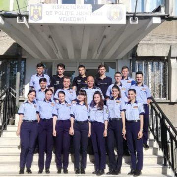 Studenţi în practică la Poliţia Mehedinţi