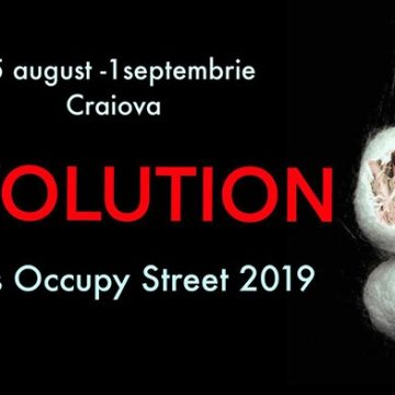 Puppets Occupy Street – REvolution