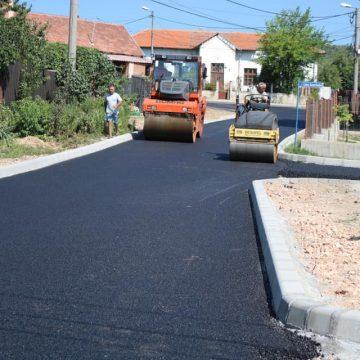 Străzi din Severin şi Vânju Mare, în asfaltare
