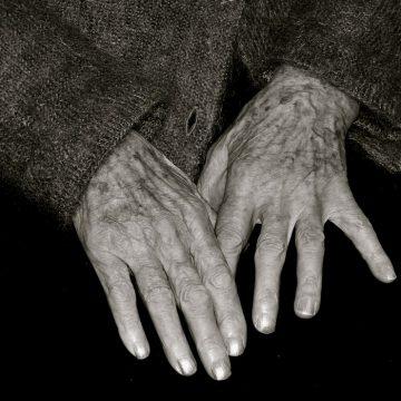 Bătrână dispărută, găsită de polițiști în afara localității