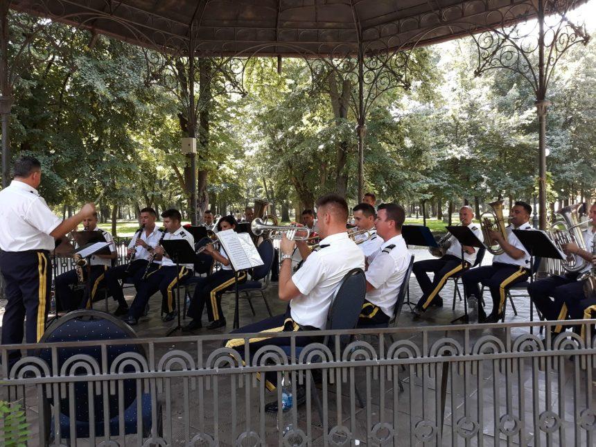 Garnizoana Craiova, muzică de promenadă în Parcul Romanescu