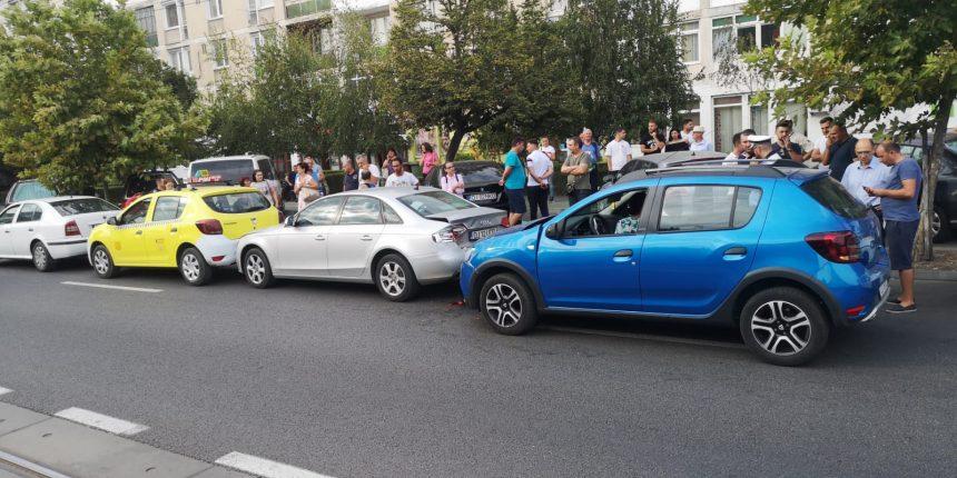Accident în lanț provocat de o șoferiță