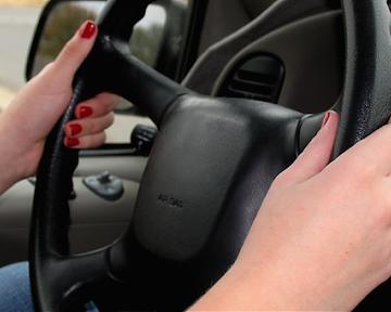 Fără permis, o femeie a împrumutat o mașină și a plecat la drum