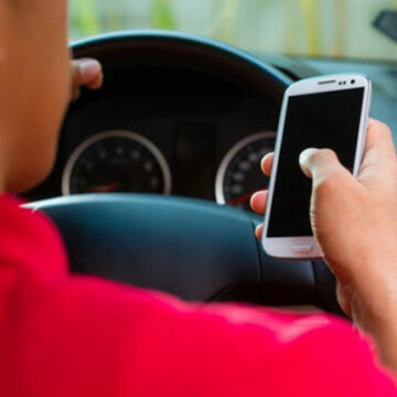 Polițiștii gorjeni au amendat 5 șoferi pentru folosirea telefonului mobil la volan