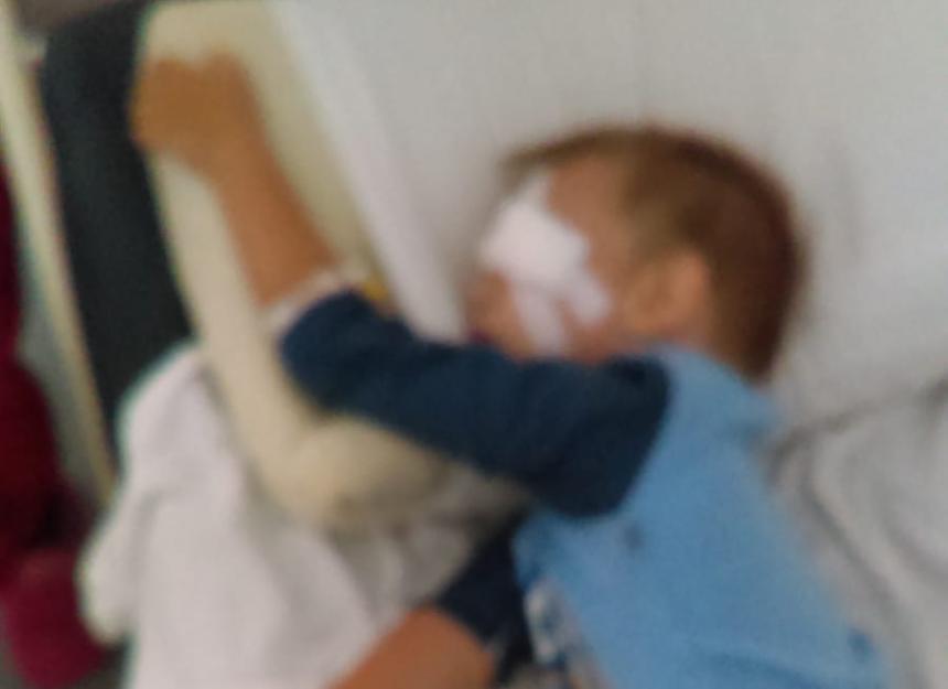 Un bărbat și-a bătut copilul în vârstă de numai doi ani