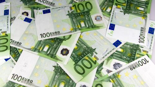 Curs valutar record: Euro a trecut de 4,8 lei