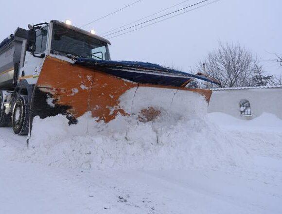 Autoritățile așteaptă zăpada cu sarea pregătită