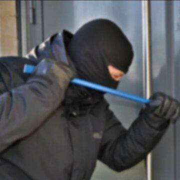 """Poliţiştii olteni continuă campania""""Hoţii îţi invadează intimitatea"""""""
