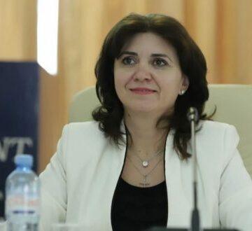 Ministrul Educaţiei îi asigură pe profesori că vor primi cele două creșteri salariale în acest an