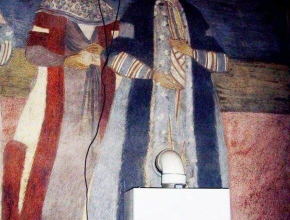 Bătaie de joc într-o biserică veche din Târgu Jiu