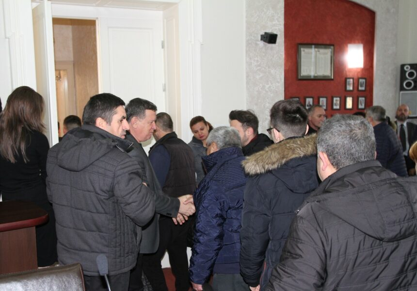 Situaţia dificilă a locatarilor celor 300 de garsoniere din bulevardul Nicolae Bălcescu are și o rezolvare
