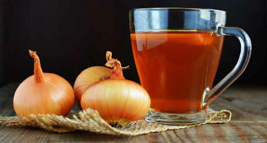 Ceaiul din ceapă, un remediu natural excelent pentru răceală, tuse și durerea în gât
