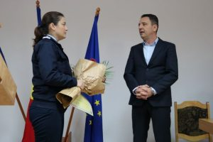 Mehedinți: Prefectul a premiat un pompier de genul feminin