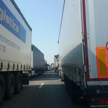 Coadă de trei kilometri la PTF Giurgiu-Ruse
