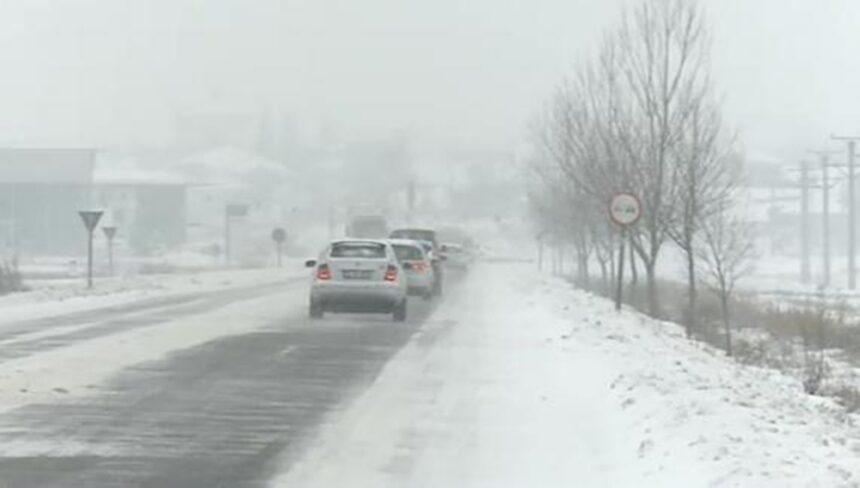 Se circulă în condiţii de iarnă pe foarte multe drumuri naţionale din ţară