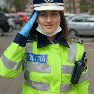 """Gest superb al unei polițiste din Vâlcea: """"Am onoarea să vă salut"""""""